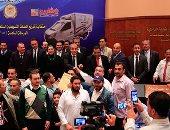 تسليم سيارات السلع متنقلة لشباب الخريجين
