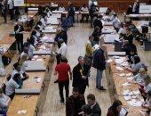 عملية فرز الأصوات بعد انتهاء التصويت بالانتخابات البريطانية