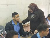 طلاب الثانوى يؤدون الأمتحان