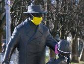 """تماثيل فى ليتوانيا بـ""""الكمامات"""" للتوعية بخطورة كورونا"""