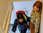 أثناء صعود السلالم