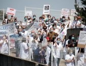 أطباء فرنسا يتظاهرون احتجاجا على نقص أدوات الحماية