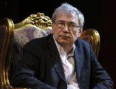 أورخان باموق الحاصل على جائزة نوبل