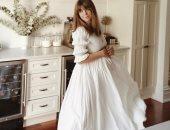 فستان أبيض للحوامل