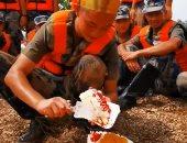 جندى صينى خلال الاحتفال بعيد ميلاده الـ 20
