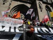 مسيرات فى البرازيل لتأبين 100 ألف حالة وفاة
