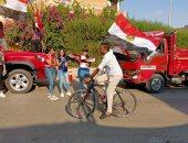 دراجات تحمل اعلام مصر تحفز المواطنين للتصويت في انتخابات مجلس الشيوخ بزايد
