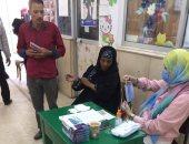 تسليم الناخبين كمامات قبل دخول اللجان