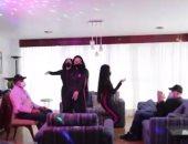 راقصات يقدمن خدماتهن بالمنازل