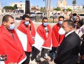 محافظ مطروح مع الشباب العائدون من ليبيا