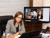 هالة السعيد وزيرة التخطيط خلال الاجتماع