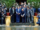 رئيس الوزراء الفيتامى ونظيره اليابانى يطعمان السمك