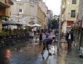 شفط مياه الأمطار بشوارع الأزبكية بالقاهرة