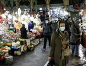 ايرانيون فى احد اسواق طهران