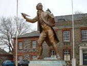 تمثال توماس بين