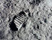 آثار البشر على القمر