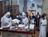 الأنبا يواقيم أسقف إسنا وأرمنت يترأس قداس فصح يونان بكنيسة العذراء مريم