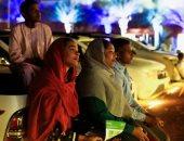 السودانيون يشاهدون الأفلام بالهواء الطلق