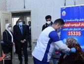 رئيس الوزراء يشهد بدء تطعيم أصحاب الأمراض المزمنة