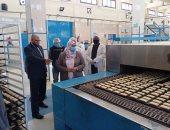 نائب محافظ أسوان تتفقد مصنع التغذية المدرسية