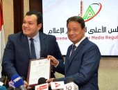 النائب أحمد مقلد يتسلم الترخيص
