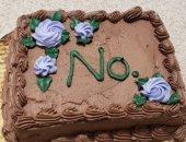 كعكة عيد ميلاد عليها رسالة غريبة