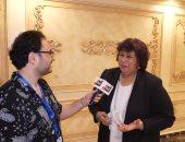 وزيرة الثقافة الدكتورة إيناس عبد الدايم مع الزميل على الكشوطى