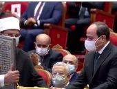 وزير الاوقاف يهدى الرئيس سلسلة رؤية