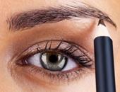 محاولة لزيادة كثافة الحاجب بالقلم