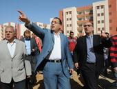 مصطفى مدبولى وزير الاسكان يتفقد وحدات الاسكان الاجتماعى - ارشيفية