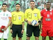 الحكم القطرى قبل بداية المباراة