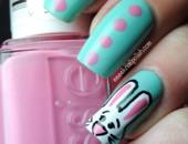 الألوان مع رسم الأرنب على وجه الفتيات الصغار