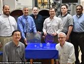 فريق العلماء المطور للزجاج