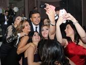 Selfie عمرو دياب والمعجبات