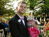 """""""سنجل ويفتخر"""".. شاب أمريكى يصطحب قطته لحفل زفاف"""