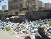تراكم القمامة فى شارع محطة السوق بالإسكندرية