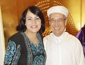 الفنانة والمطربة فاطمة محمد على والسفير المغربى بالقاهرة محمد سعد العلم