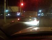 سيارة بدون أرقام تجوب حى مدينة نصر
