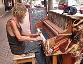 دونالد فنان فى الشارع