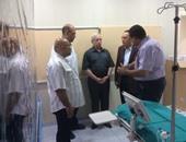 وزير التعليم العالى أثناء زيارته المستشفى الجامعى