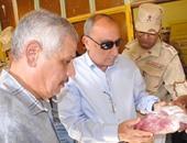 جانب من زيارة المحافظ لمنفذ القوات المسلحة بأسوان