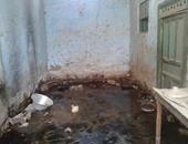 نشع المياه الجوفية بقرية الحصايا بأسوان يتسبب فى تصدع المنازل