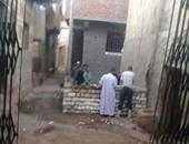 مواطنون يقومون ببناء غرف فى الشارع بالمخالفة