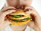 شخص يتناول الطعام - صورة أرشيفية
