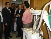 رئيس جامعة بنى سويف داخل معمل تحليل الأنسجة