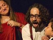 مشهد من مسرحية بيت النور