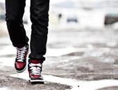 رجل يمشى - أرشيفية