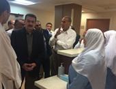 وزير النقل خلال زيارة لأحد المرضى بمستشفى السكة الحديد