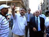 محافظ القاهرة يستمع إلى شرح عمليات التطوير