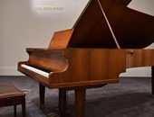 البيانو المعروض للبيع